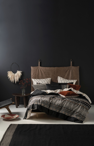 LINEN HOUSE TANZANIA BLACK QUILT COVER SET